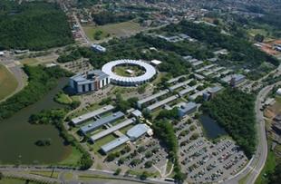 A Universidade já diplomou cerca de 75 mil estudantes, oferecendo a seus alunos um ambiente de ensino, pesquisa e inovação.