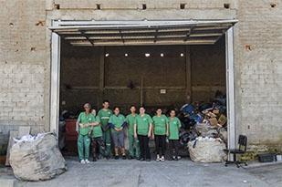 Cooperativa que atua no segmento de resíduos sólidos recicláveis. Está localizada na zona Norte de São Leopoldo.