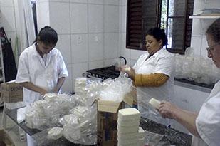 Cooperativa que atua no segmento de produção de sabão e de produtos de limpeza biodegradáveis, tendo como matéria prima o óleo de cozinha usado/saturado.