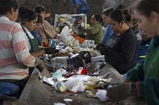 Cooperativa que atua com segmento de resíduos sólidos recicláveis. Está localizada na zona Norte de São Leopoldo.