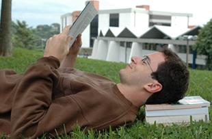 O campus da Unisinos, em São Leopoldo, é um lugar de convivência e troca de ideias para seus alunos e funcionários.