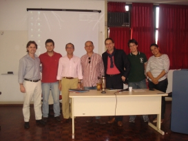 Prof. Jose Luis Bolzan de Morais com os professores visitantes Dr. Alfonso de Julios-Campuzano (Universidade de Sevilha) e Dr. Roberto Miccú (Universidade de Roma I) e alunos do Mestrado e Doutorado em Direito, da Unisinos.