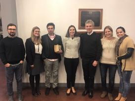 Alunos do PPGD com os professores Carmen Perez-Llorca (Universidade Miami) e Wilson Engelmann.
