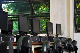 Sala de informática da Escola de Indústria Criativa, localizada na sala D03 204A