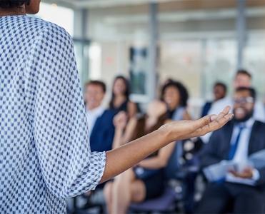 Especializações e MBAs: aplicabilidade e conexão com o mercado