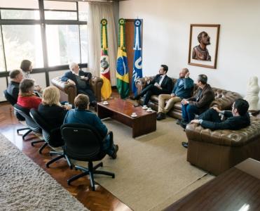 Reitor recebe prefeito de Esteio e diretor Administrativo do Hospital São Camilo